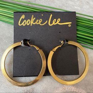 NWT! Cookie Lee textured gold tone hoop earrings